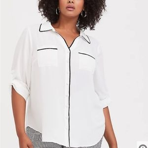 Torrid WHITE & BLACK PIPED GEORGETTE BUTTON blouse